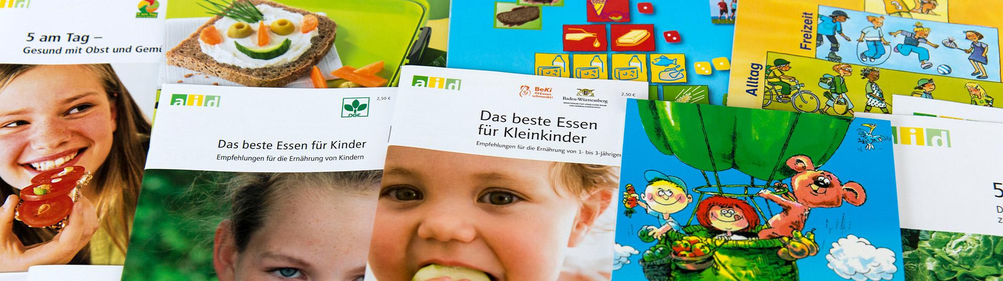 """Fotografie von Infomaterial und Broschüren zum Thema """"Gesunde Ernährung"""" für Kinder"""